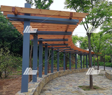 磨基山公园钢木廊架